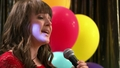 Baile 43: Ella canta para los demás