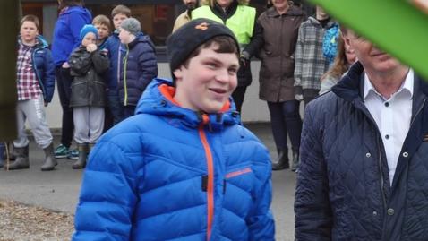 Thumbnail for entry Overlevering av sykkel til elev ved Bangsund skole