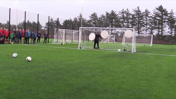 Indvielse af kunststoffodboldbane og udendørs aktivitetsområde