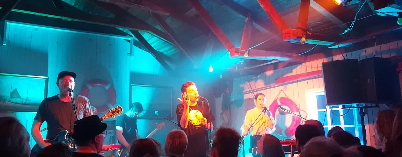 Øve koncert med Nephew i de sorte huse i Agger.
