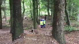 Thumbnail for entry Glade børn i skoven