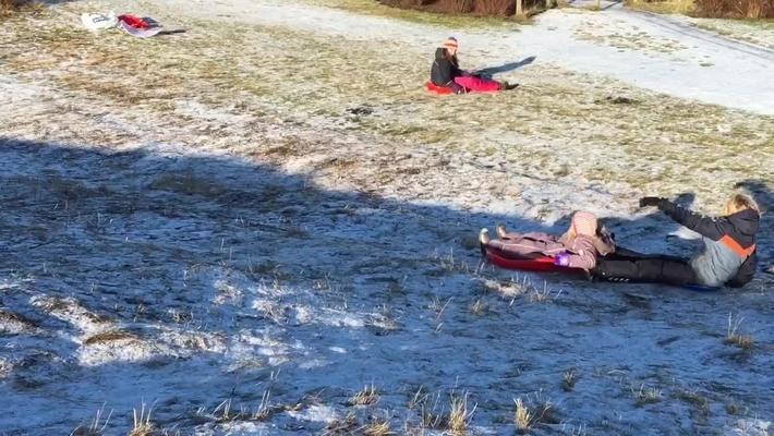Kælke kræver ikke meget sne