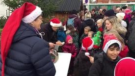 Thumbnail for entry Julemanden blev kørt fra møllen til julemandens hus