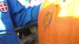 Thumbnail for entry Halloween skåret ud i græskar