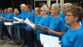 Thumbnail for entry DGI Vestjyllands sangkor synger i gaderne til landsstævne