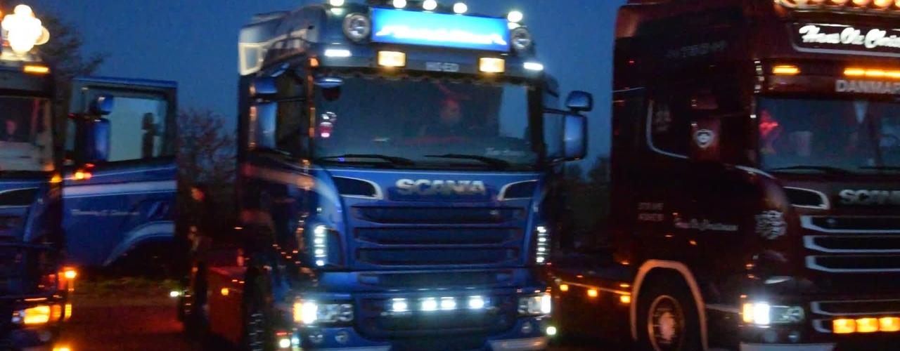Lastbiler udstillet ved Traktortræk i Svinninge lørdag aften