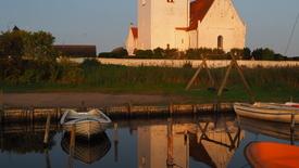 Thumbnail for entry Jungshoved Kirke ved solnedgang
