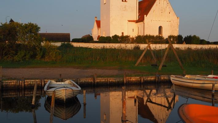Jungshoved Kirke ved solnedgang
