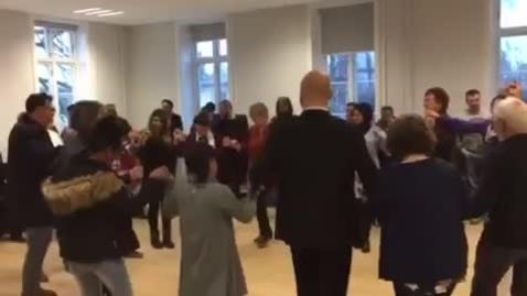Borgmester lærer at danse dabke på A2b sprogcenter i Haslev
