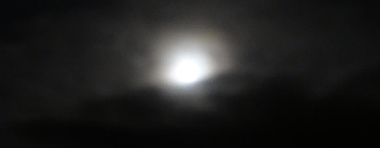 Mørke Skyer omkring Supermånen,