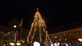 Thumbnail for entry Juletræstænding, Sakskøbing