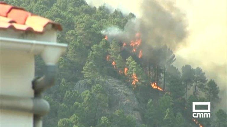 Un incendio en Yeste obliga a evacuar un campamento de scouts