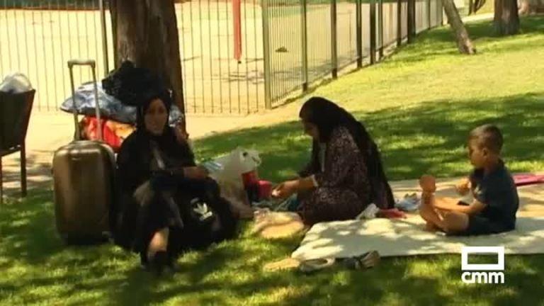 Refugiados sirios acampados en un parque de la  M-30