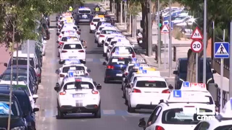 Manifestación de las autoescuelas de Toledo por la huelga de examinadores