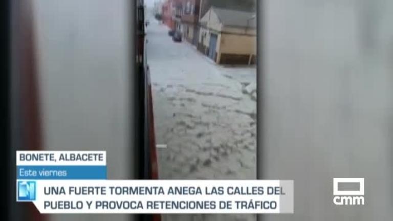 El agua y el granizo anegan las calles de Bonete