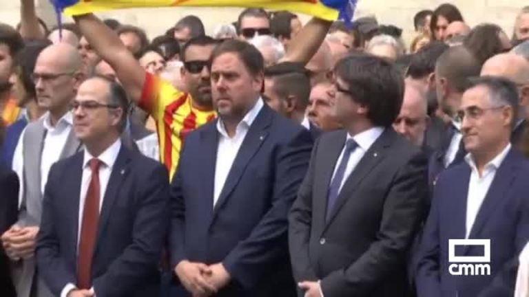 Puigdemont reclama mediación internacional y la retirada de efectivos policiales
