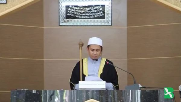 Thai Muslims Pray for Late King