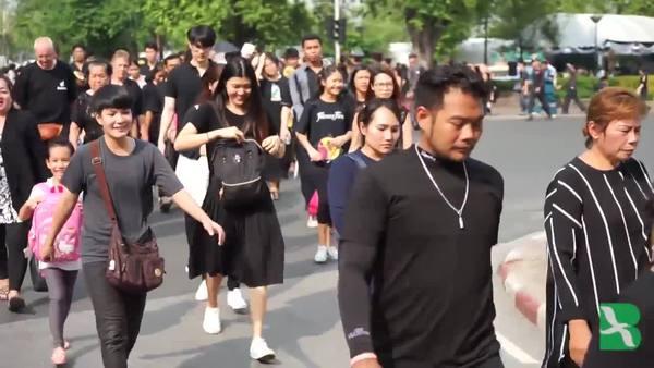 Mourners Crowd Bangkok Palace