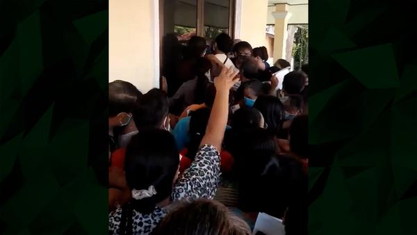Crowd Jostles for COVID-19 Vaccine Shot in Lao Capital