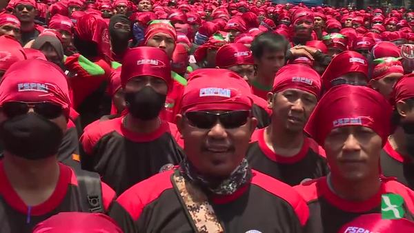 Indonesian Workers Protest Amnesty for Tax Dodgers