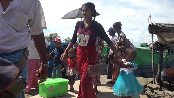 Thousands Flee Fighting in Myanmar's Rakhine State