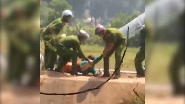 Vietnam Police, Villagers Clash in Power Plant Protest