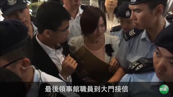 黃之鋒在泰被扣 盟友震怒圍使館抗議