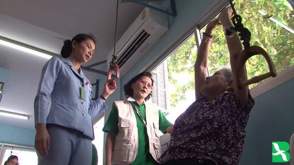 ใครจะเป็นผู้ดูแลผู้สูงอายุในประเทศไทย
