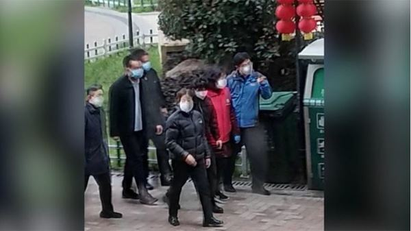 Wuhan Residents Jeer Top Government Official in Viral Video