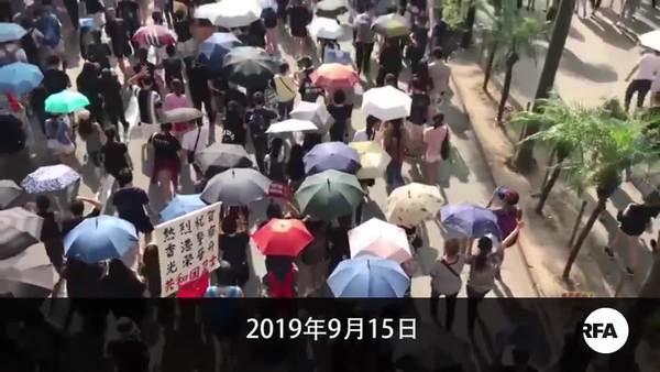 警方虽反对市民照游行    汽油弹扔政总火烧港铁站