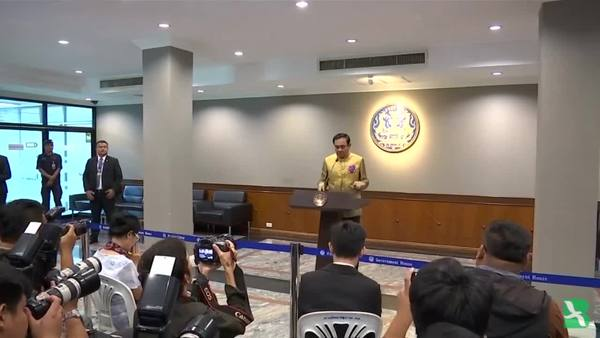 Thai PM Dodges Press, Has Cut-Outs Field Questions