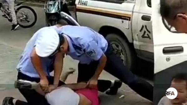 沪警暴力执法祸及幼童  视频曝光百词莫辩被停职