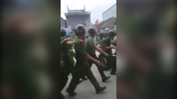 Vietnam Villagers Hold About 20 Police in Land Dispute