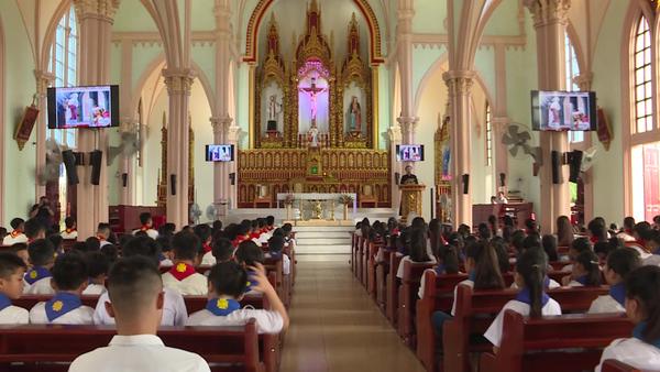 Worshippers in Vietnam Pray for 39 Found Dead in British Truck