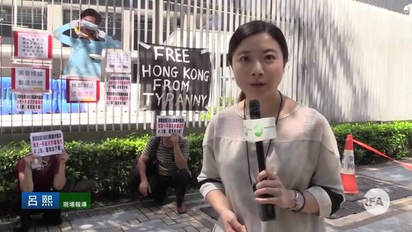 林鄭入立法會嘗試宣讀施政報告 場外防暴警察多過示威者