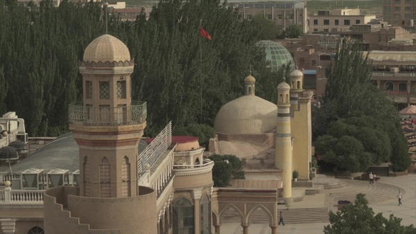 As China Locks Up Muslims, It Promotes Tourism in Xinjiang
