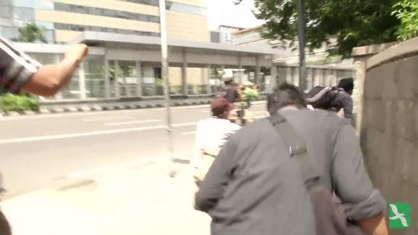 ประชาชนสองรายถูกสังหาร และได้รับบาดเจ็บอีกห้า จากการโจมตีในกรุงจาการ์ตา