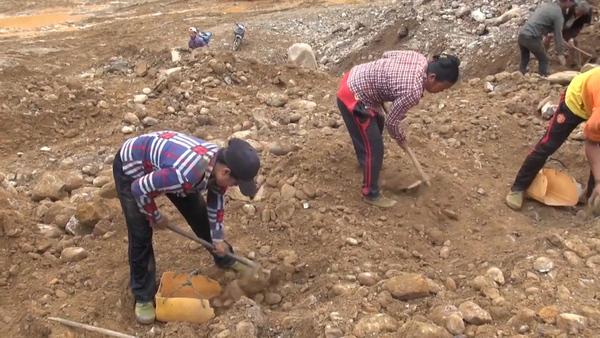 Women Toil in Myanmar's Jade Mines