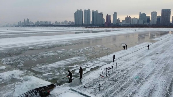 Snow Business: The Icemen Behind China's Frozen Festival