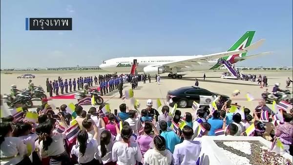 ชาวไทยต้อนรับสมเด็จพระสันตะปาปาฟรานซิส เสด็จถึงไทยแล้ว