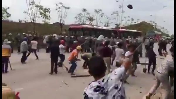 China Land Protesters Pelt Police with Rocks, Bricks