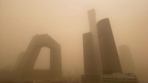 Hazardous Smog Smothers Beijing