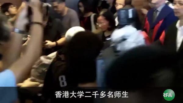 港大师生黑衣游行抗议否决陈文敏任命
