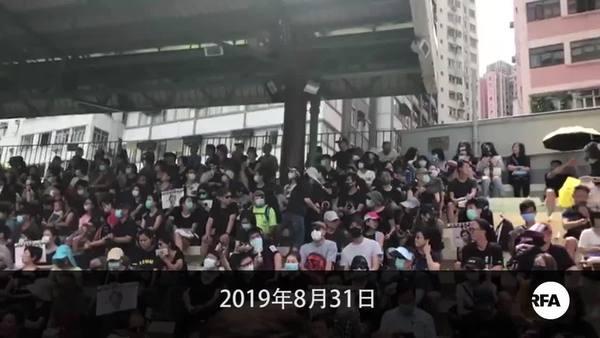 市民「自由行」演成激烈冲突 疑有卧底乔装示威者 掷了汽油弹又放火