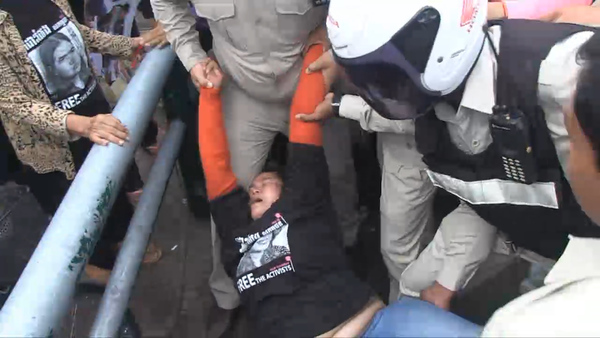 Scuffles Erupt as Phnom Penh Court Jails Land Activist