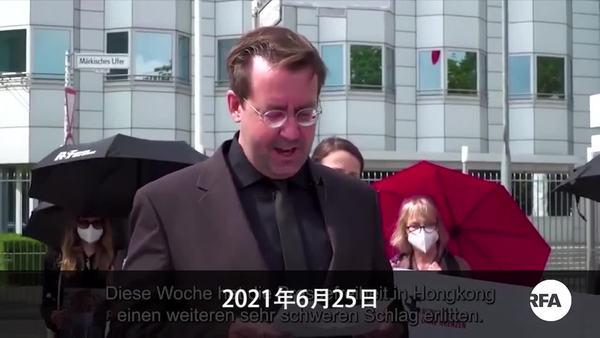 香港新聞自由已死    「記者無國界」抬棺抗議北京封殺《蘋果日報》