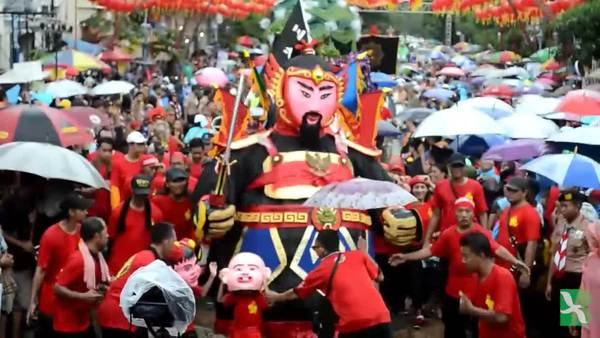 Tradisi Jawa-Cina Grebeg Sudiro Meriahkan Imlek di Solo