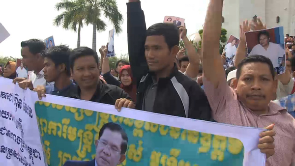 Cham Muslims Urge Hun Sen to Intervene in Controversial Road Plan