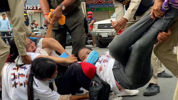 Police Use Violence to Break Up Phnom Penh Protest
