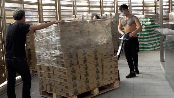 Food Market Stocks Up as Hong Kong Prepares for COVID-19 Lockdown